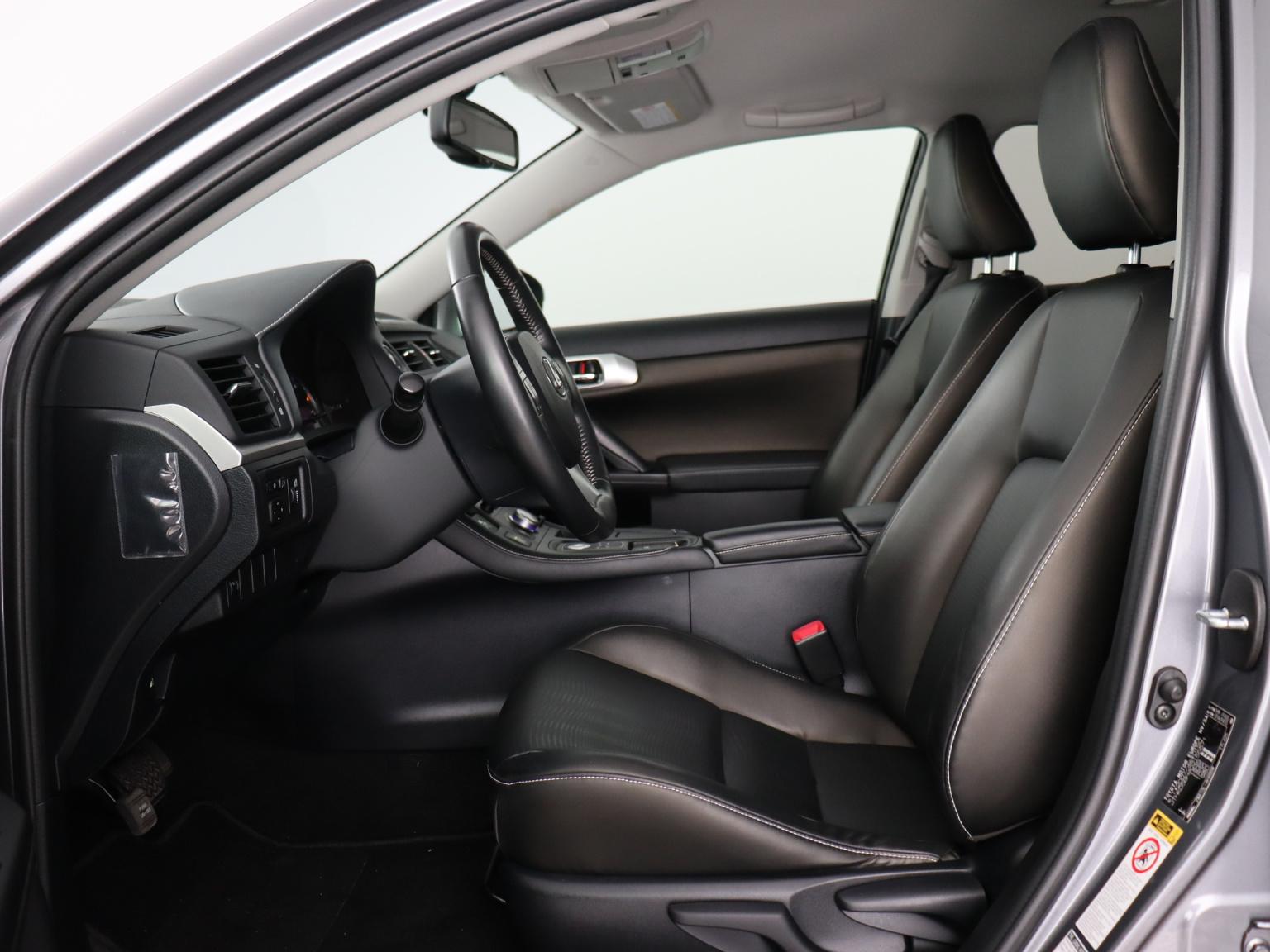 Lexus-CT-7