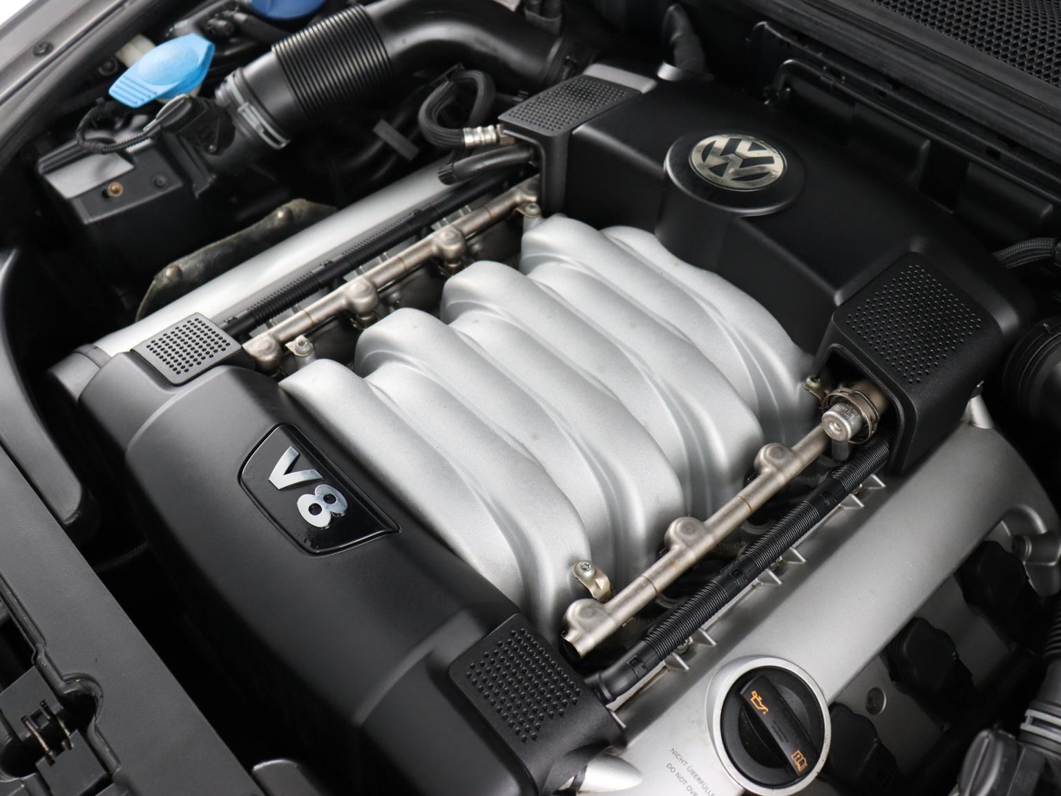 Volkswagen-Phaeton-65