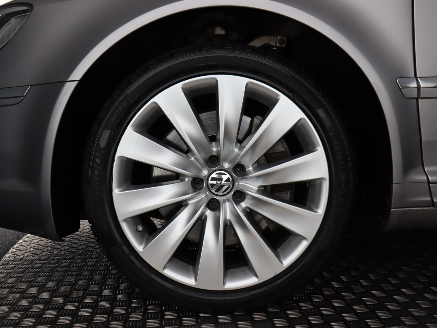 Volkswagen-Phaeton-3