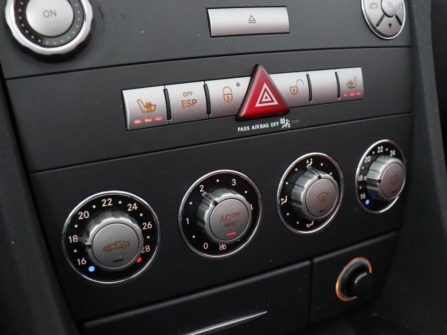 Mercedes-Benz-SLK-12