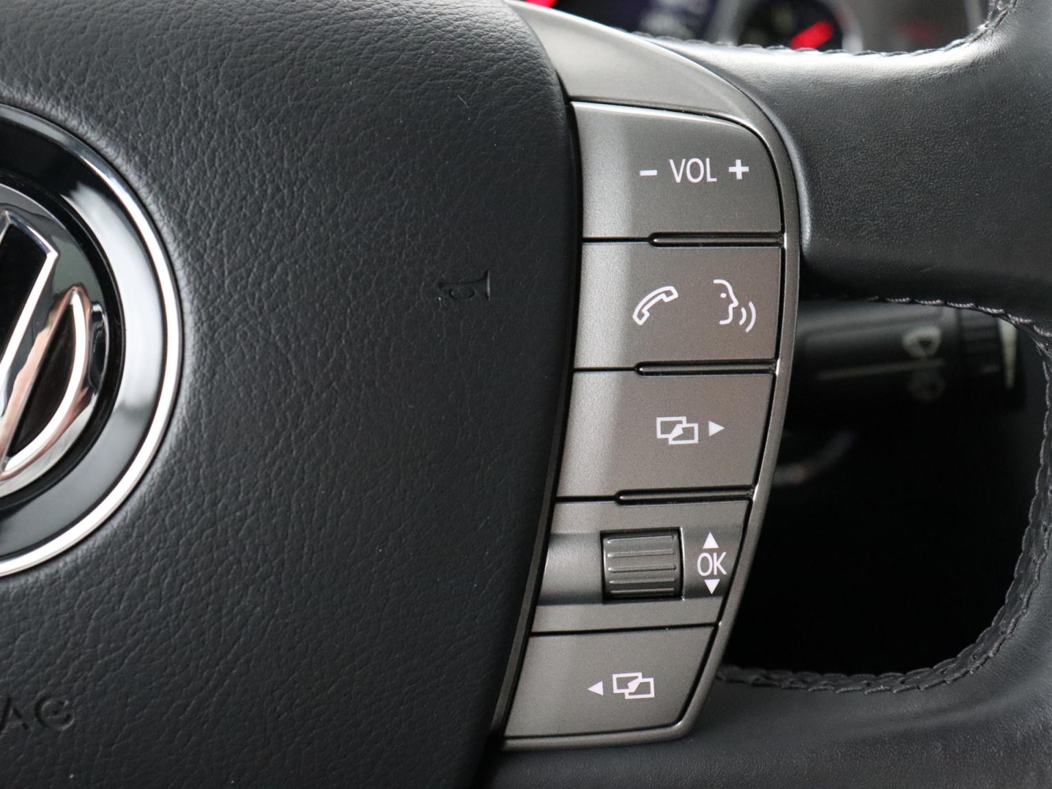 Volkswagen-Phaeton-12