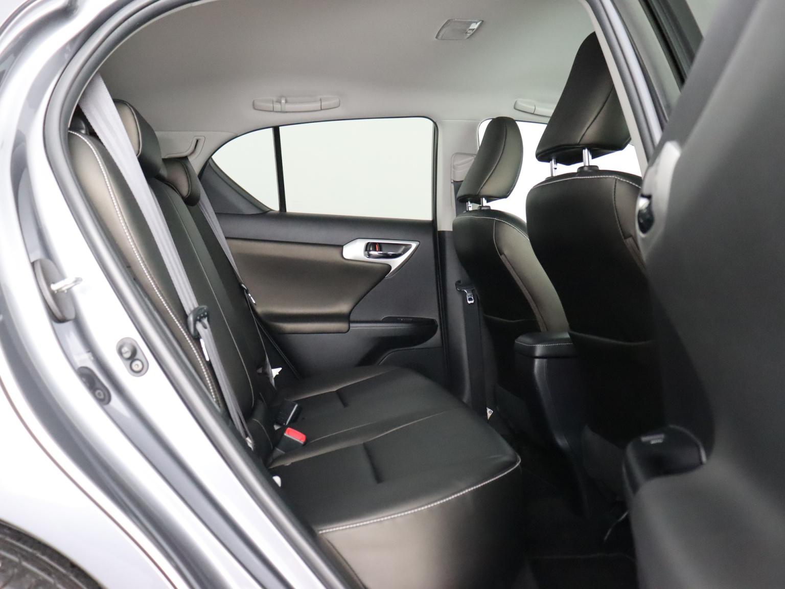 Lexus-CT-43