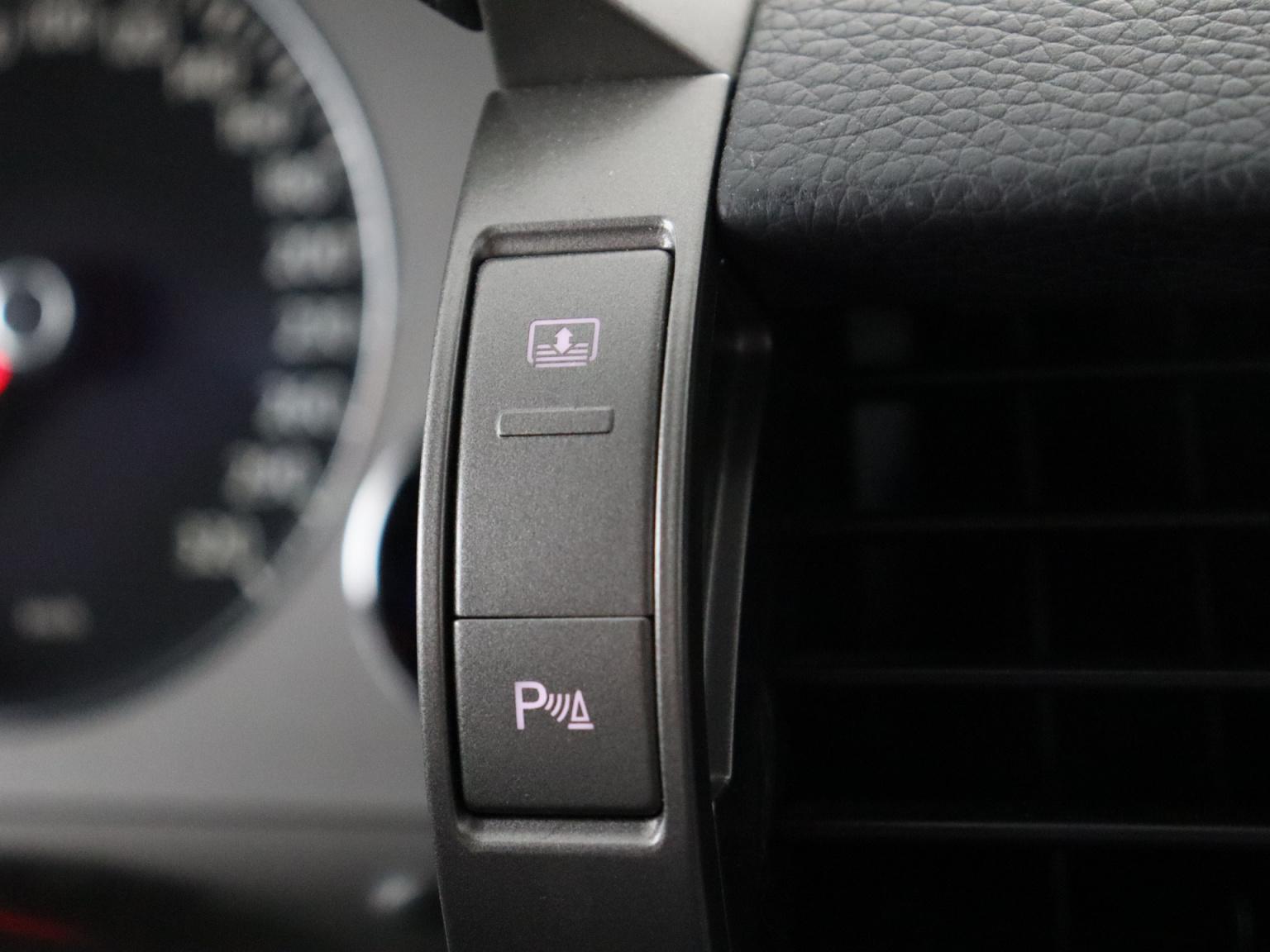 Volkswagen-Phaeton-29