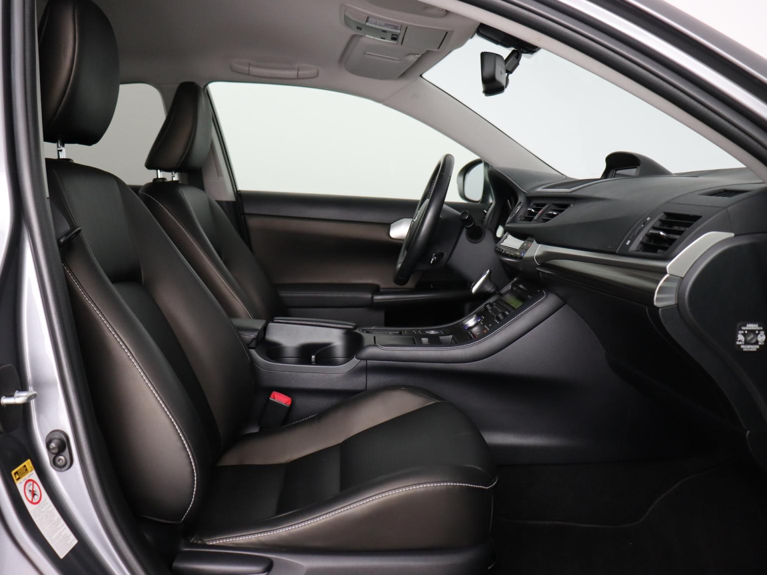 Lexus-CT-40