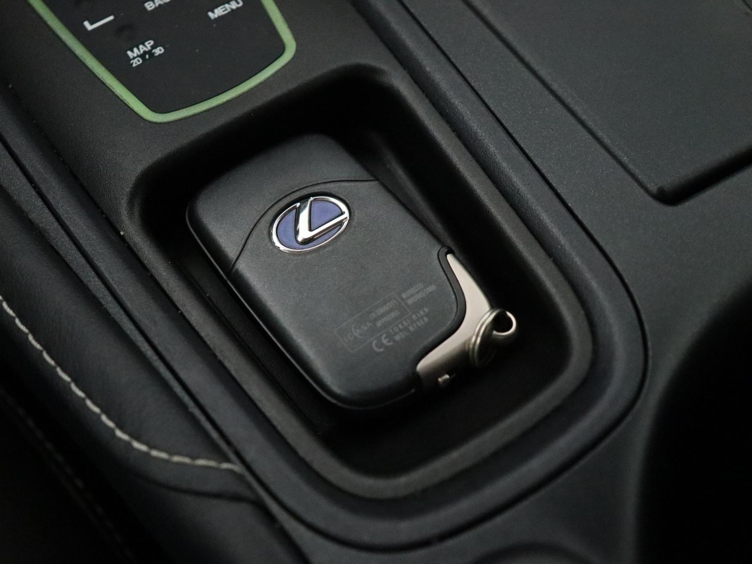 Lexus-CT-31