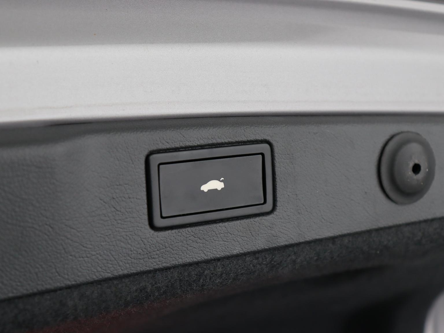 Volkswagen-Phaeton-46