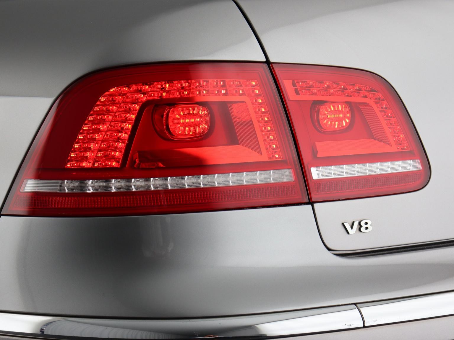 Volkswagen-Phaeton-43