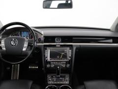 Volkswagen-Phaeton-5
